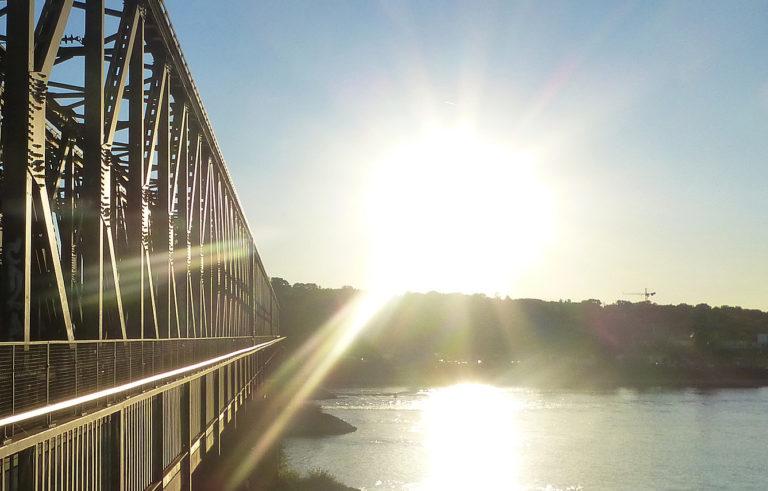 Eine Brücke.